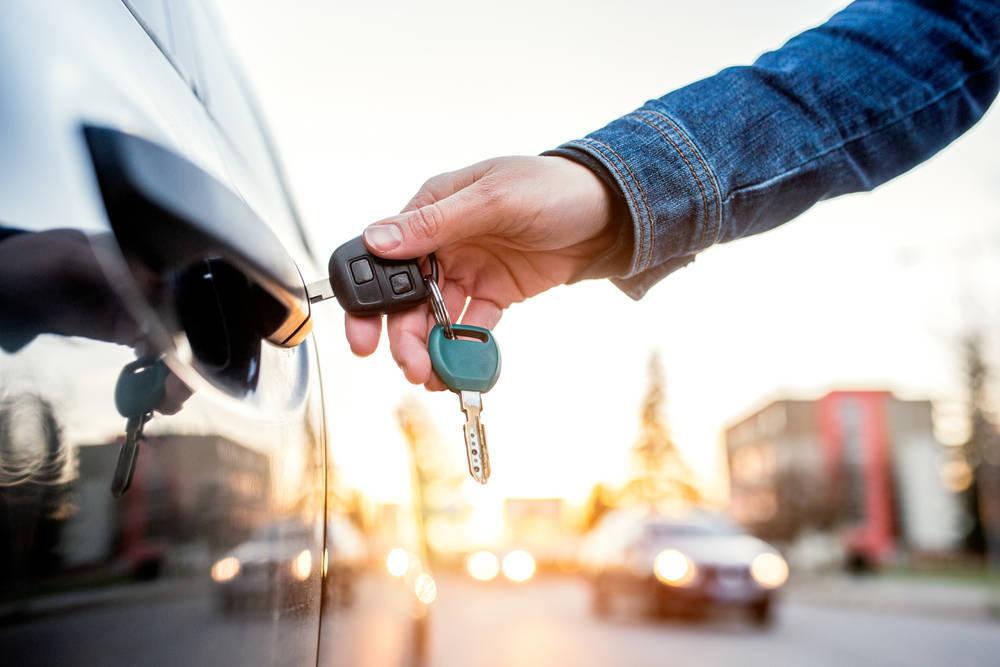Servicios de alquiler de vehículos sin conductor para empresas y particulares