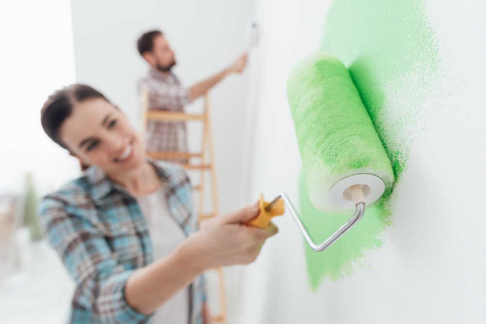 ¿Es necesario contratar a un pintor profesional para pintar la casa?