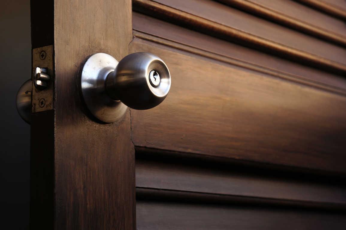 ¿Cómo se eligen las manillas en las puertas de interior?