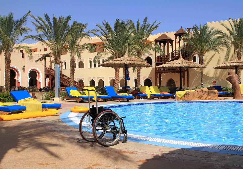 Cómo acondicionar una piscina para que sea accesible para discapacitados